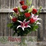 Rosas Rojas con Lilium