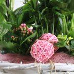 Composición con detalles rosas y morados