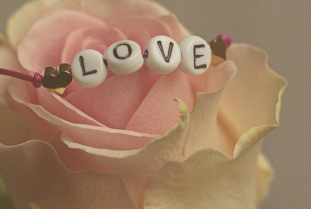 Love Banner Flores